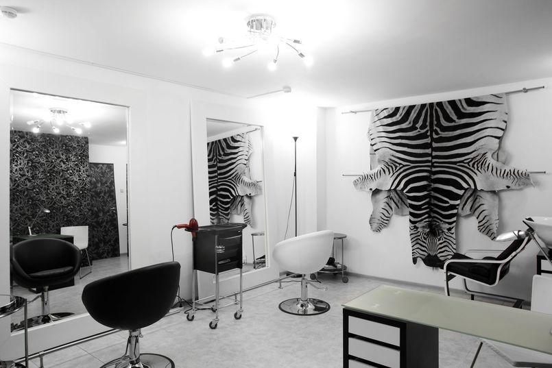 Meble fryzjerskie – niezbędne wyposażenie salonów