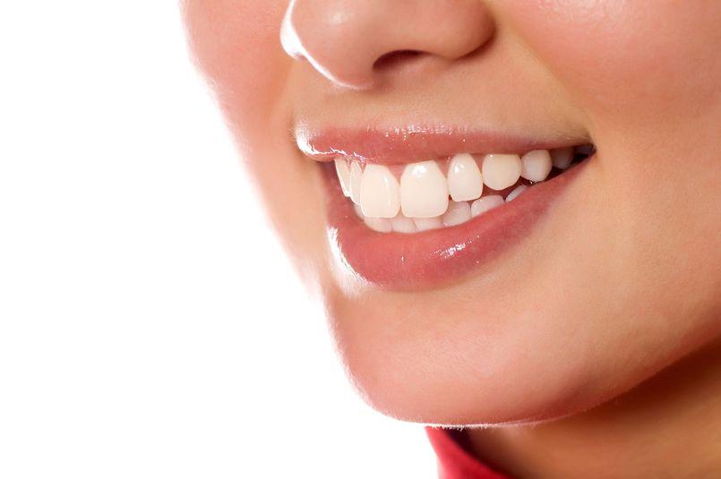 Najlepsze sposoby na zdrowy i biały uśmiech