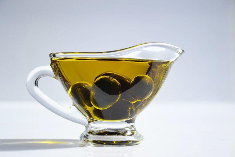 Oliwa z oliwek – jak powstaje i dlaczego warto ją spożywać